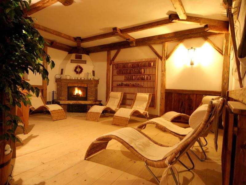 Zona riposo con caminetto residence san cassiano badia dolomiti residence vally - Residence val badia con piscina ...